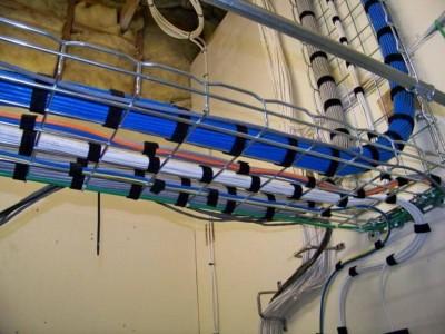 Использование лотков в монтаже кабельных линий